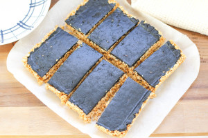healthy crunchy cocoa and peanut butter bars